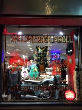【NEWS】 「アイウェアとロックンロール」1950年代をテーマにした、遊べる&踊れるアイウェア店がオープン!