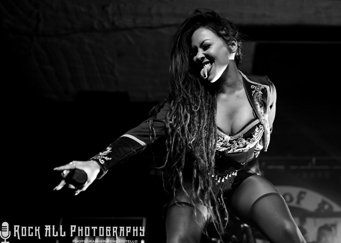 Show Review and Photo's of Butcher Babies tearing up Corpus Christi, TX!
