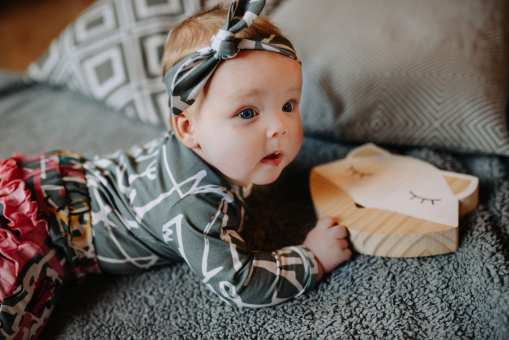 Baby girl outfit for kids with first art and pink expressions prints
