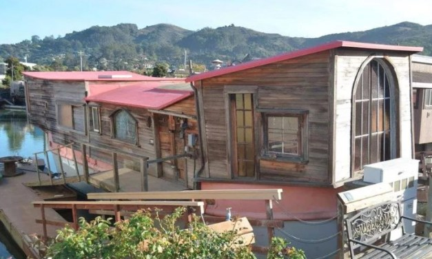 "Sausalito Houseboat Where ""Sylvia's Mother"" Was Written"