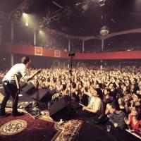Bandas suspenden giras europeas