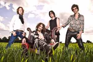 THEDARKNESS-PHOTO-BAND