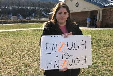 Rockbridge students walk out to honor Parkland shooting victims
