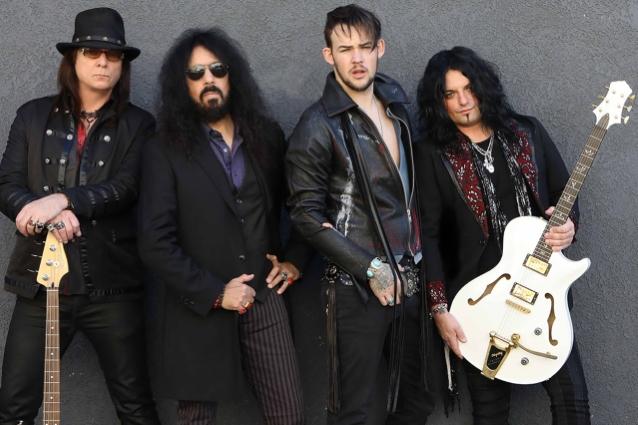 """Veteranos do Quiet Riot vem aí com o novo álbum """"Hollywood Cowboys"""""""