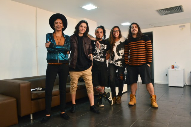 "BANDA NOVE ZERO NOVE LANÇA NOVO SINGLE ""COCAINE"""