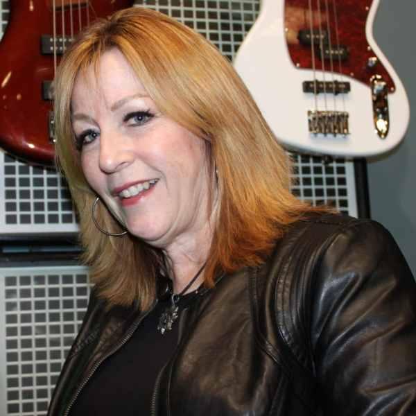 Julie Lyons