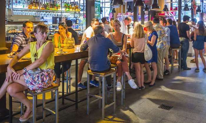 the-hospitality-industry-exits-the-tunnel-and-creates-employment-for-the-first-time-in-15-months-thanks-to-the-summer
