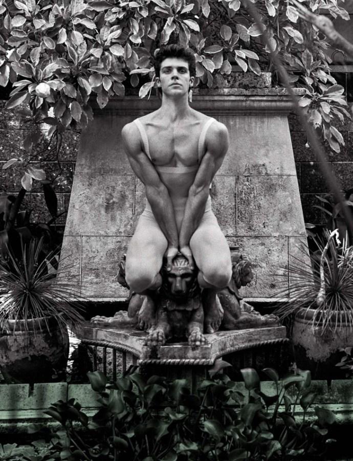 Roberto-Bolle-Vanity-Fair-Italy-Bruce-Weber-02