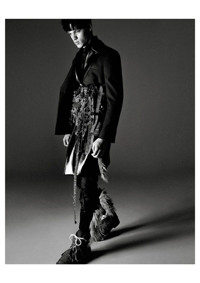 FILIP HRIVNAK PARA  VOGUE HOMMES INTERNATIONAL POR DAVID SIMS 6