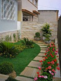 Beautiful Garden Landscaping Design Ideas 16