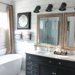Rustic farmhouse style bathroom design ideas 33