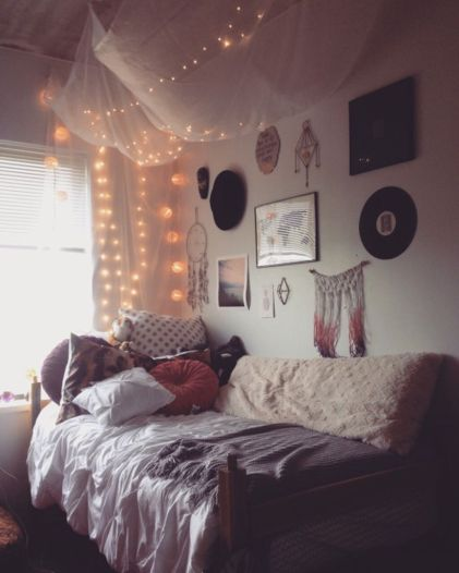 Inspiring Simple And Comfortable Bedroom Design and Layout 19