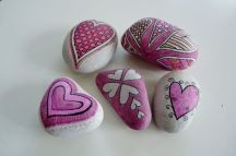 Creative diy painting rock for valentine decoration ideas 47