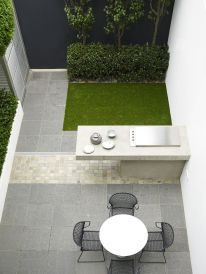 Small courtyard garden with seating area design and layout 30