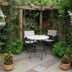 Small courtyard garden with seating area design and layout 55
