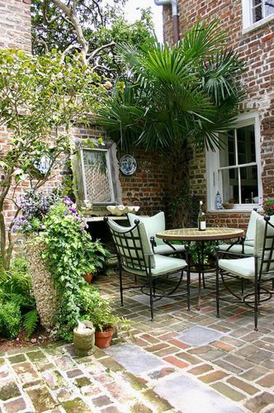 Small courtyard garden with seating area design and layout 2