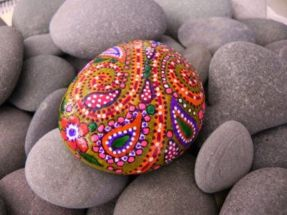 Creative DIY Easter Painted Rock Ideas 7