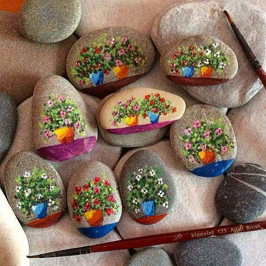 Creative DIY Easter Painted Rock Ideas 1