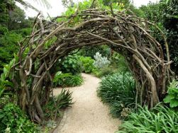 Stunning Creative DIY Garden Archway Design Ideas 33