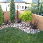 Stunning Privacy Fence Line Landscaping Ideas 33