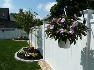 Stunning Privacy Fence Line Landscaping Ideas 6