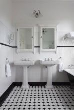 Vintage and Classic Bathroom Tile Design 8