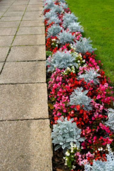 Front Yard and Garden Walkway Landscaping Inspirations 17