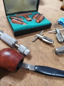 Werkzeug zum ausdrehen und reamen von Pfeifen