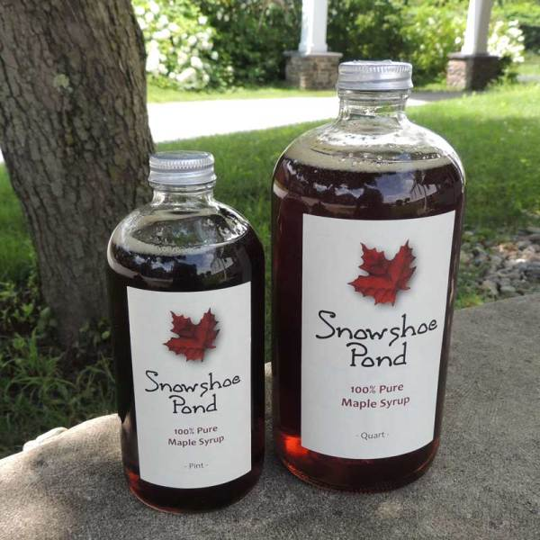 Pint and quart of maple syrup