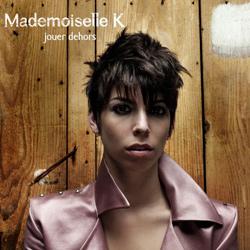 mademoiselle-k-jouer-dehors