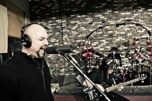 Queensrÿche en el estudio grabando el disco número 12 de su carrera