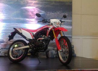 Honda CRF150L siap menghajar KLX150. Harga Rp 31,8 juta