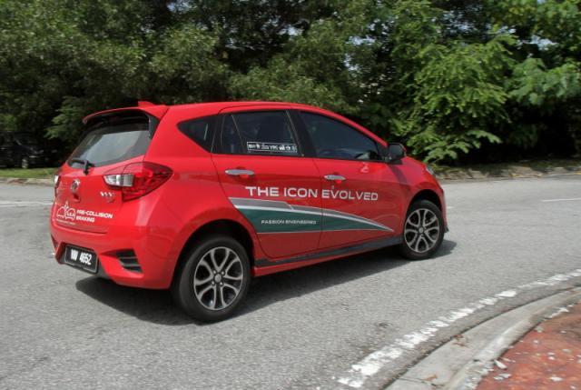 Daihatsu Sirion Terbaru Yang Dipasarkan Di Malaysia Dengan Nama Perodua Myvi Foto Carsifu