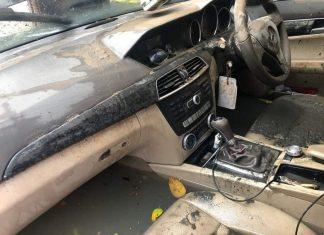 kabin mobil bekas banjir