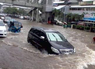 Mobil matik banjir