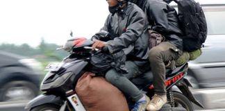 pemudik naik motor