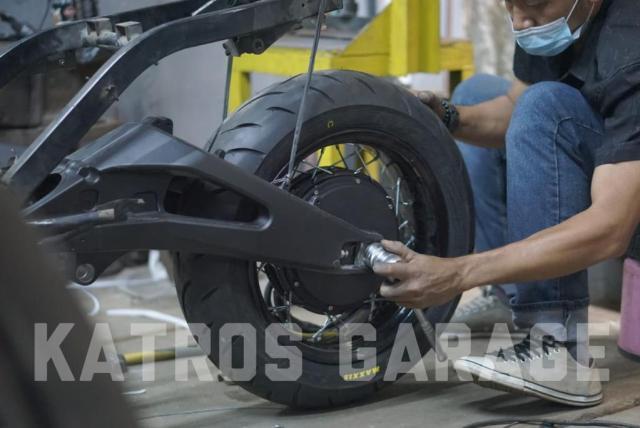 skuter listrik katros garage