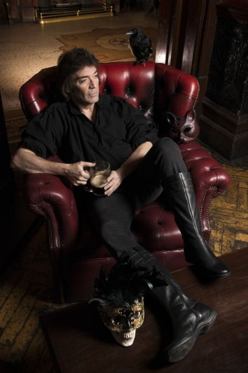 Steve Hackett photo credit Tina Korhonen-57 couch F