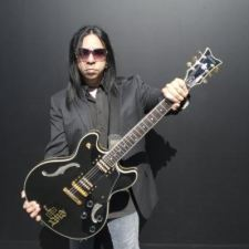 ANNOUNCEMENT: Sin Quirin's Guitar to Hard Rock Hollywood