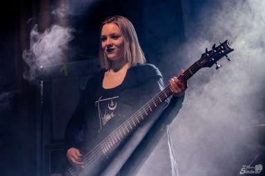 Černá, Nika Melicharová