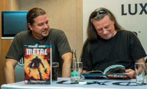 Arakain křtí komiksovou trilogii Metal: Temné noci a přebírá Zlatou desku, Mirek Mach a Honza Toužimský