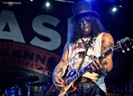 Slash performing at The Sony Centre in Toronto