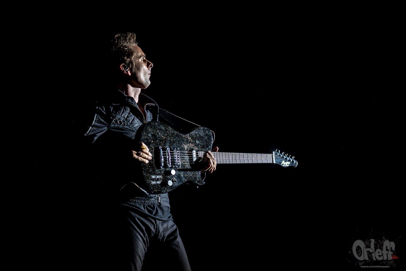 """Слушайте Matt Bellamy от Muse с разкошен кавър на """"Bridge Over Troubled Water"""" на Simon And Garfunkel"""