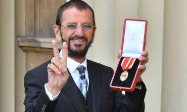 Ringo Starr удостоен с рицарско звание