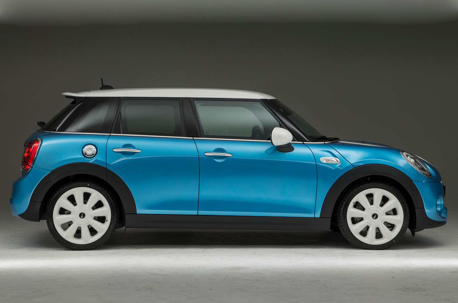 Le Meilleur New Five Door Mini Hatchback Revealed – Exclusive Studio Ce Mois Ci