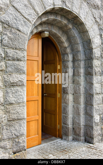Le Meilleur Church Door Open Stock Photos Church Door Open Stock Ce Mois Ci