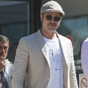 Le Meilleur Brad Pitt Wears T Shirt With Angelina Jolie Drawing By Ce Mois Ci