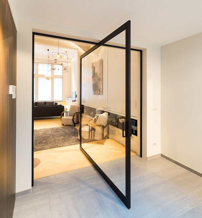 Le Meilleur These Large Pivoting Doors Are Designed To Revolve 360 Ce Mois Ci