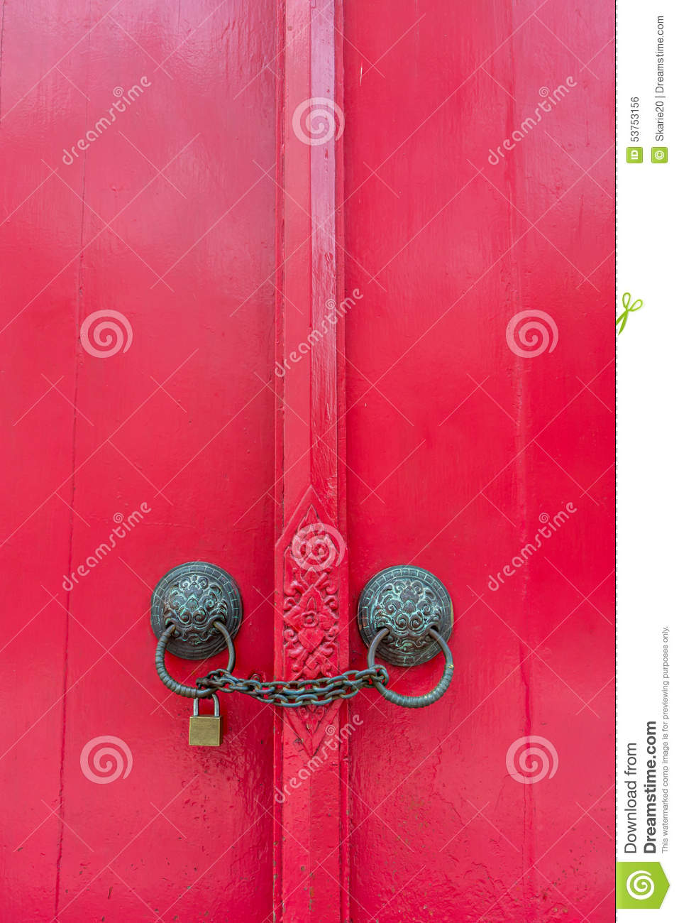 Le Meilleur Chain And Lock Closed Door Locked And Secure Safe Royalty Ce Mois Ci