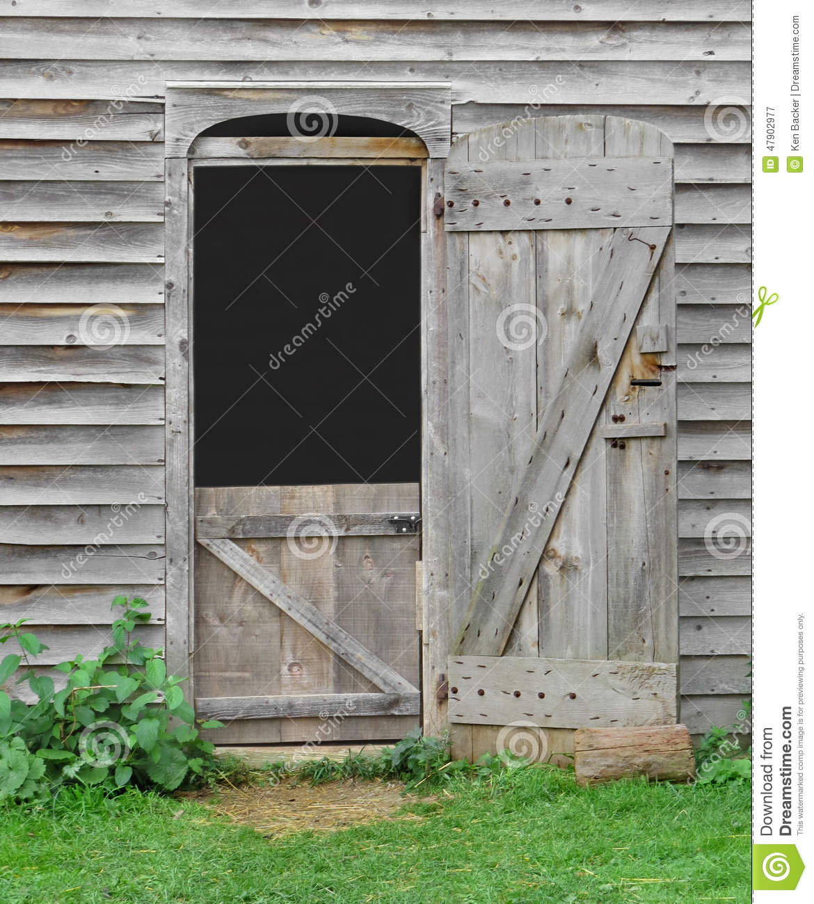 Le Meilleur Small Doorway In An Old Wooden Barn Stock Image Image Ce Mois Ci